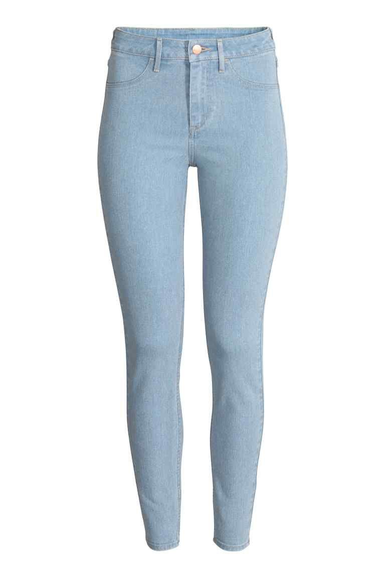 d2783dec207 Джинсы High Ankle  Пара джинсов длиной до щиколотки из эластичного  стираного денима. Очень узкая модель с высокой талией. Ложные карманы  спереди и настоящие ...