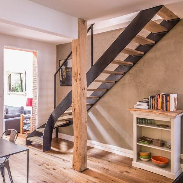 Escalier Avec Bibliotheque Integree Et Un Meuble Sur Mesure