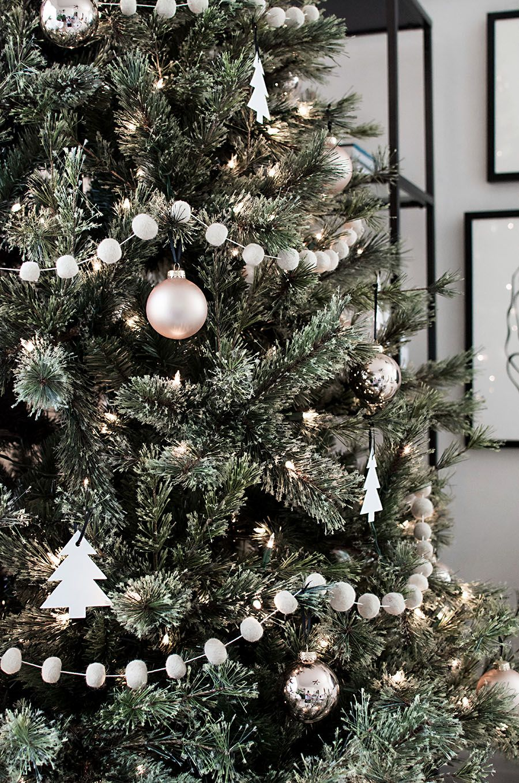Minimal Scandinavian Christmas Tree Homey Oh My Minimalist Christmas Tree Minimalist Christmas Decor Scandinavian Christmas Trees