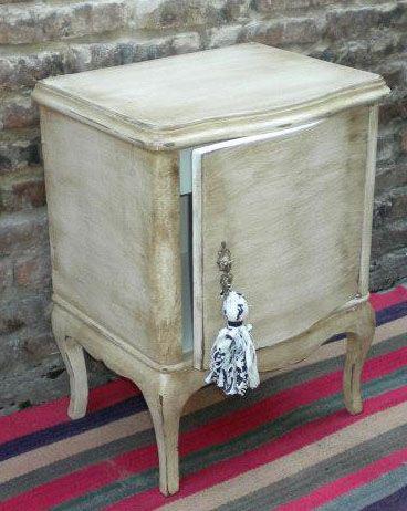 Muebles antiguos decapados patinados shabby chick de for Reciclaje de muebles antiguos