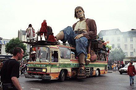 royal de luxe j 39 en fais des tours dans ce bus en rep rage avec mon pote bernard rip bernard. Black Bedroom Furniture Sets. Home Design Ideas