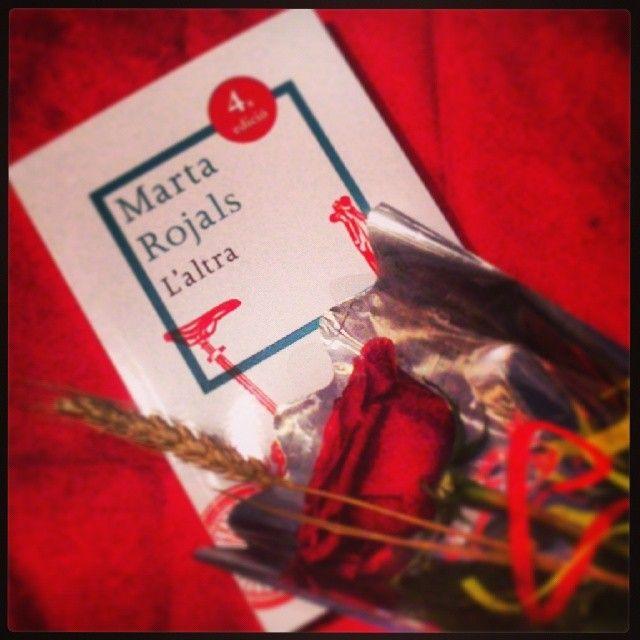 Feliç Sant Jordi! #santjordi #rosa #llibre #martarojals #dracs #princeses #tradicions #amor #uocsantjordi #saltamarti