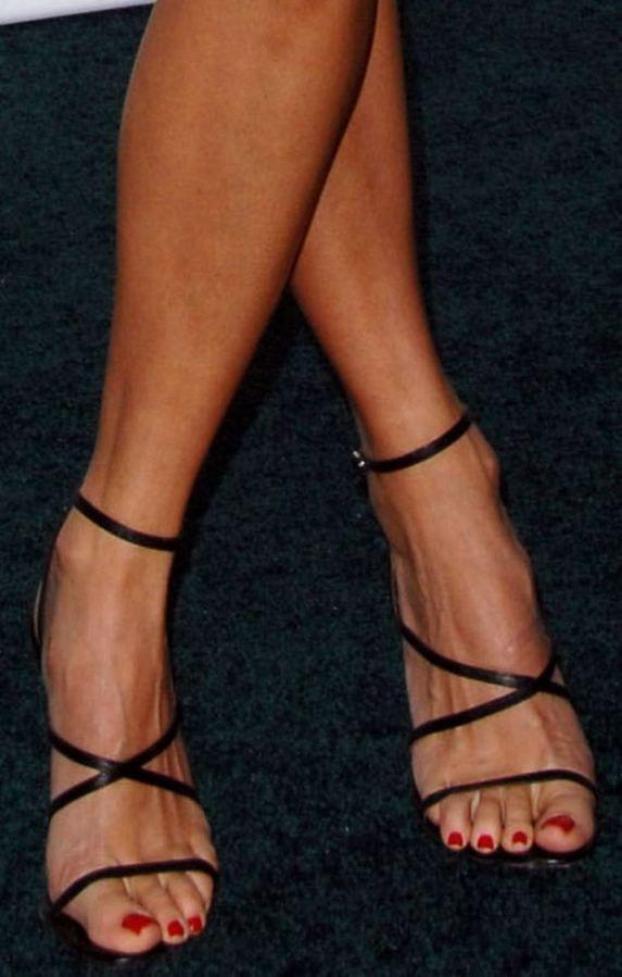 hilary swank feet