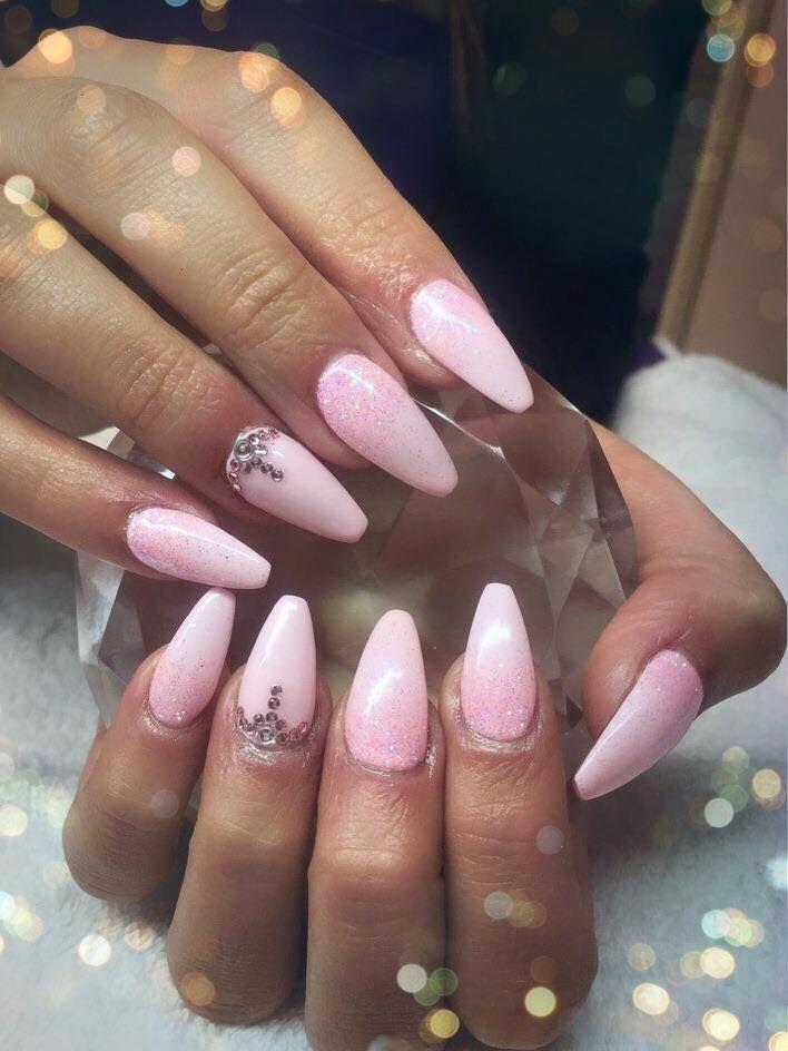 Pretty #nails Cnd shellac winter glow with baby pink iridescent #lecenté #glitter & swarovski crystals #lovelecente
