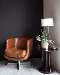 Dress Code Ce Vendredi Black Tie Le Gris Profond De Notre Gamme Flamant Et Vous Quoi De Prevu Pour Ce Dernier Weeken Flamant Peinture Flamant Peinture Noire