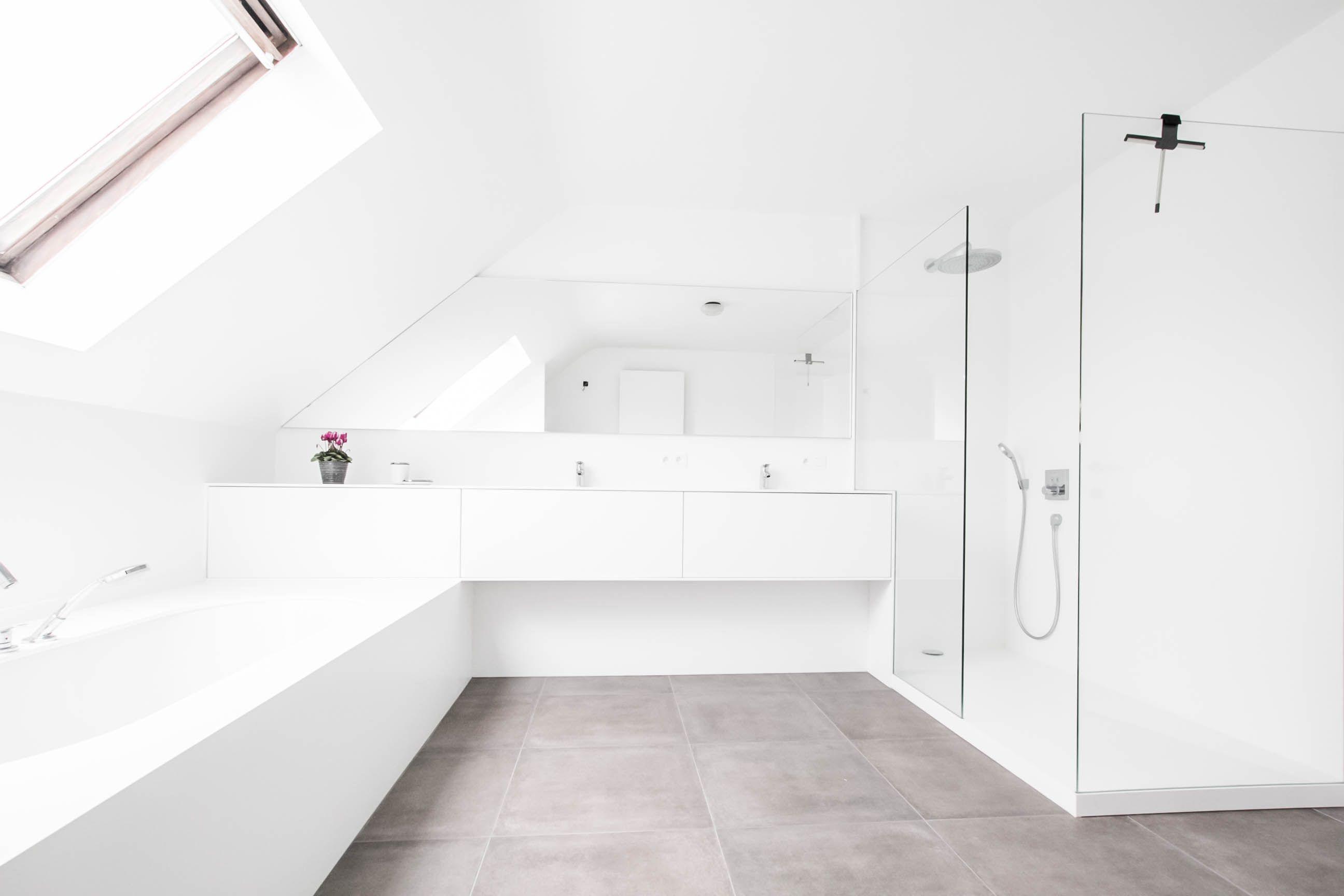 Inloopdouche Met Badkamerkastje : Badkamerinspiratie moderne badkamer met ligbad inloopdouche en