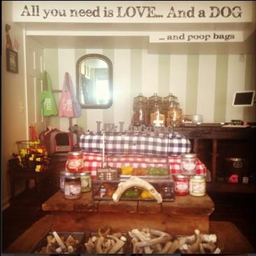 The cutest little dog grooming place in #Manayunk. Check it out! #Philly #live #MNYKTakeover by @cjbolger