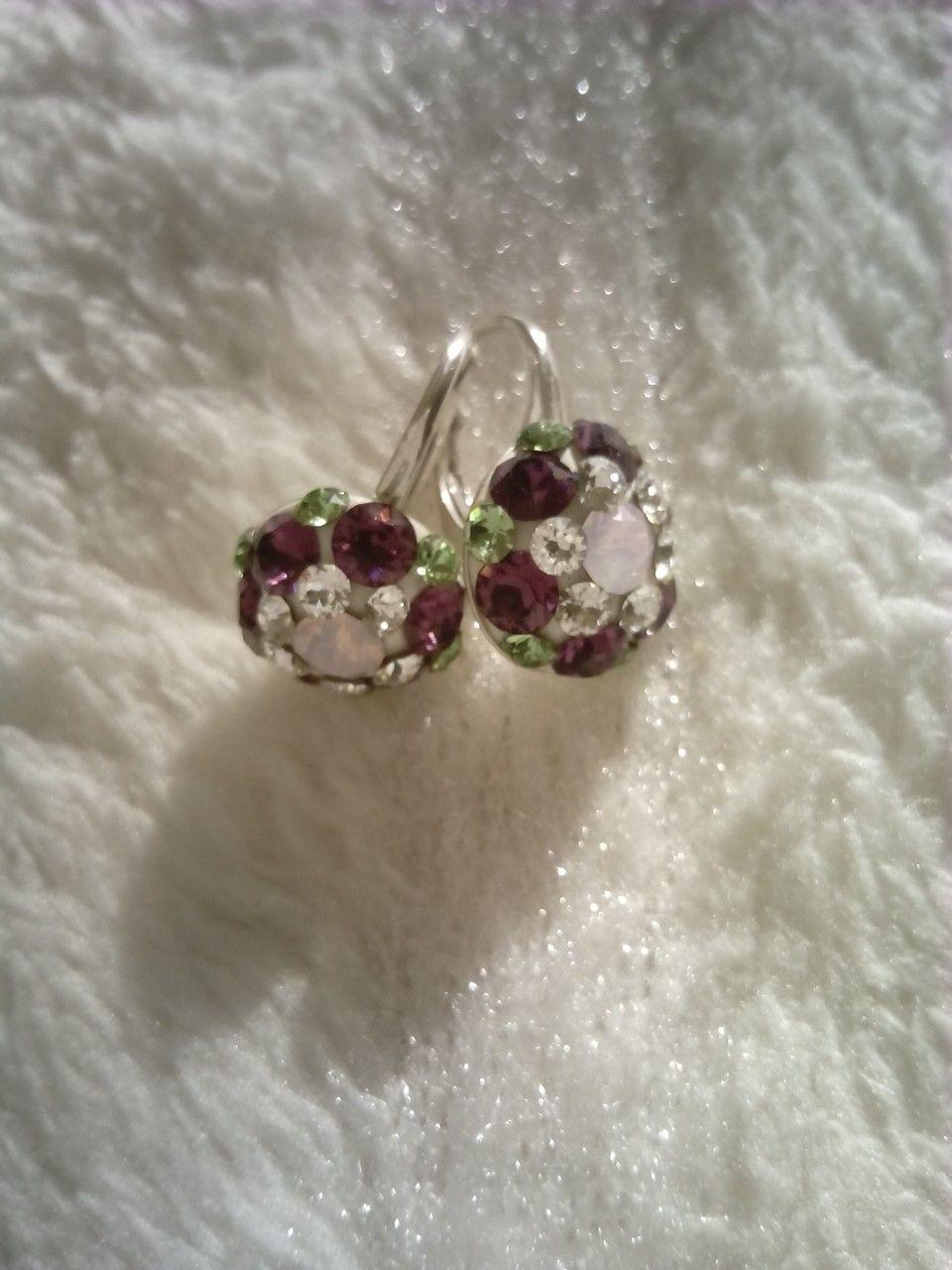 Cercei din argint si cristale Swarovski (ametist,peridot, rose water opal) montate in Ceralun. Dimensiunea 10mm.