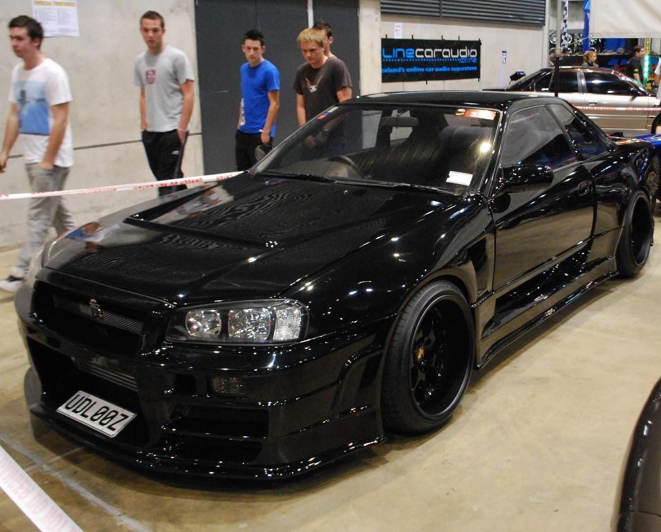 Black R34 Carros