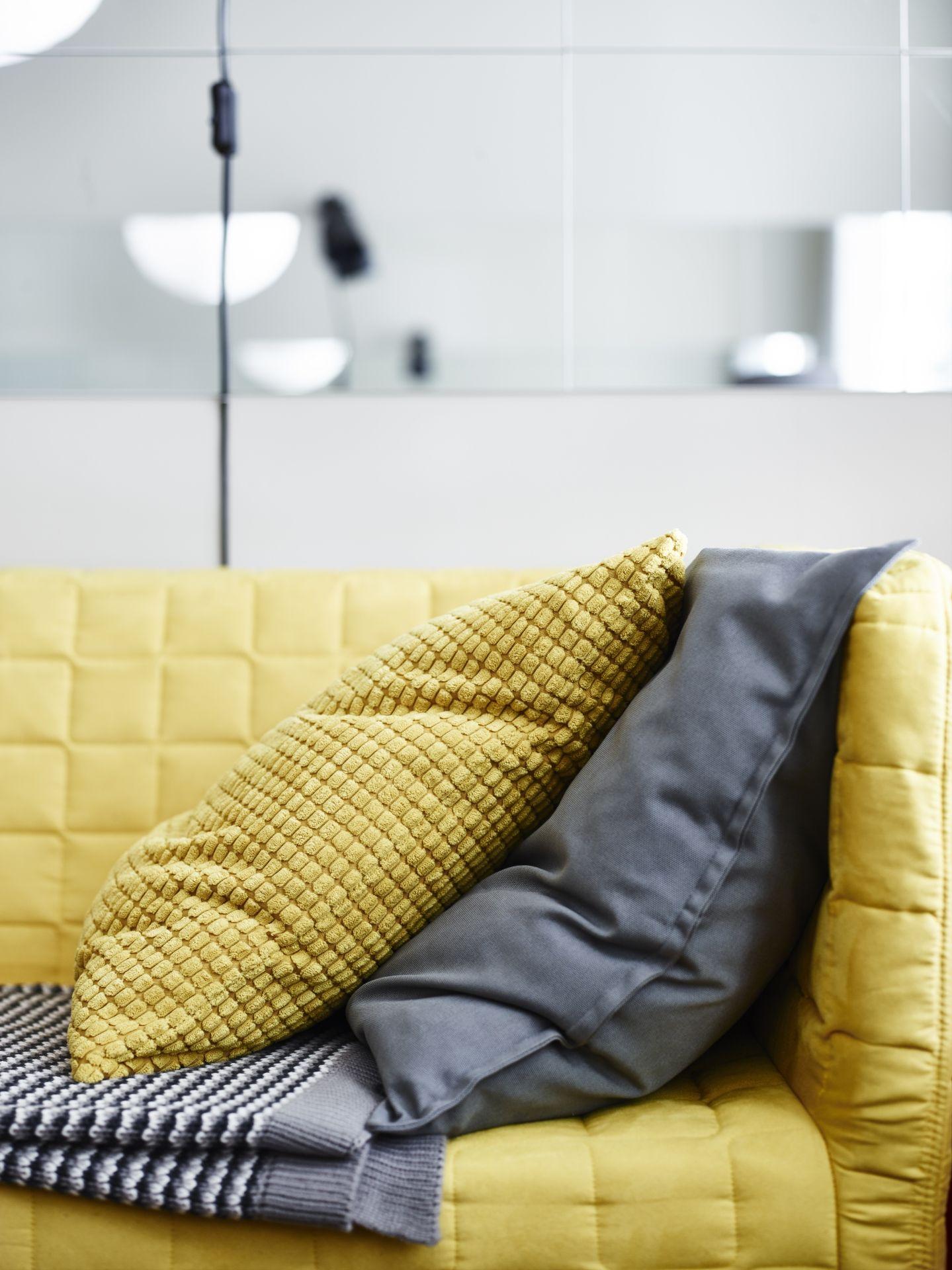 GULLKLOCKA Kussenovertrek, geel | Door de, Cushion pillow and Catalog