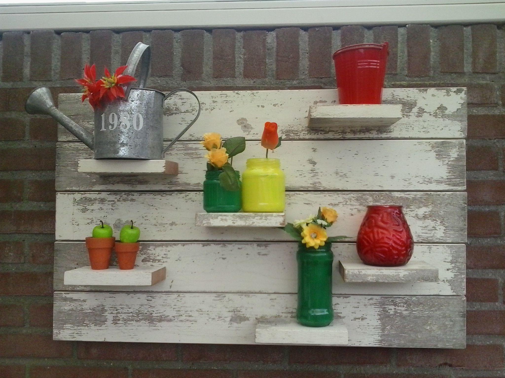 Zelfgemaakt board voor in de tuin! Leuk om af te wisselen met verschillende accessoires! #moederdagtip
