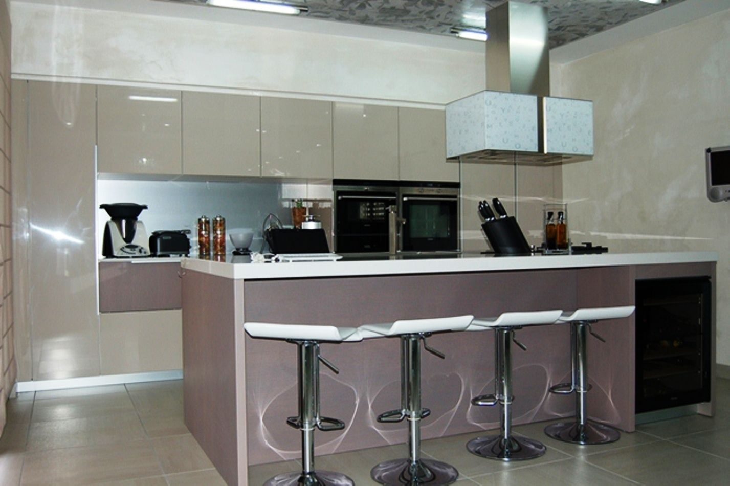 Cucine Modernissime Con Isola cucina moderna con sgabelli