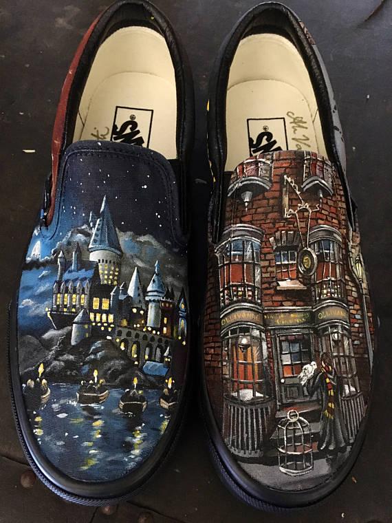anerkannte Marken limitierte Anzahl USA billig verkaufen Custom Painted Harry Potter Vans in 2019 | Harry potter ...