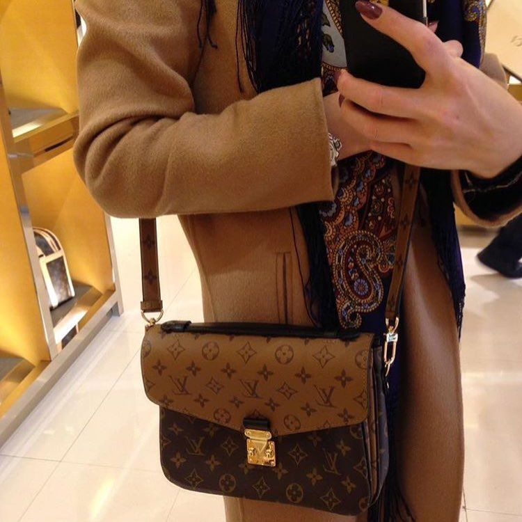 5b6bff45ea9f louis-vuitton-reversed-monogram-pochette-metis-bag-4   Louis Vuitton ...