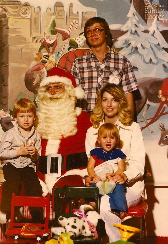 38 Hilariously Bad Family Photos That Will Make Yours Look Perfect Awkward Family Pictures Family Photos Family Christmas Cards