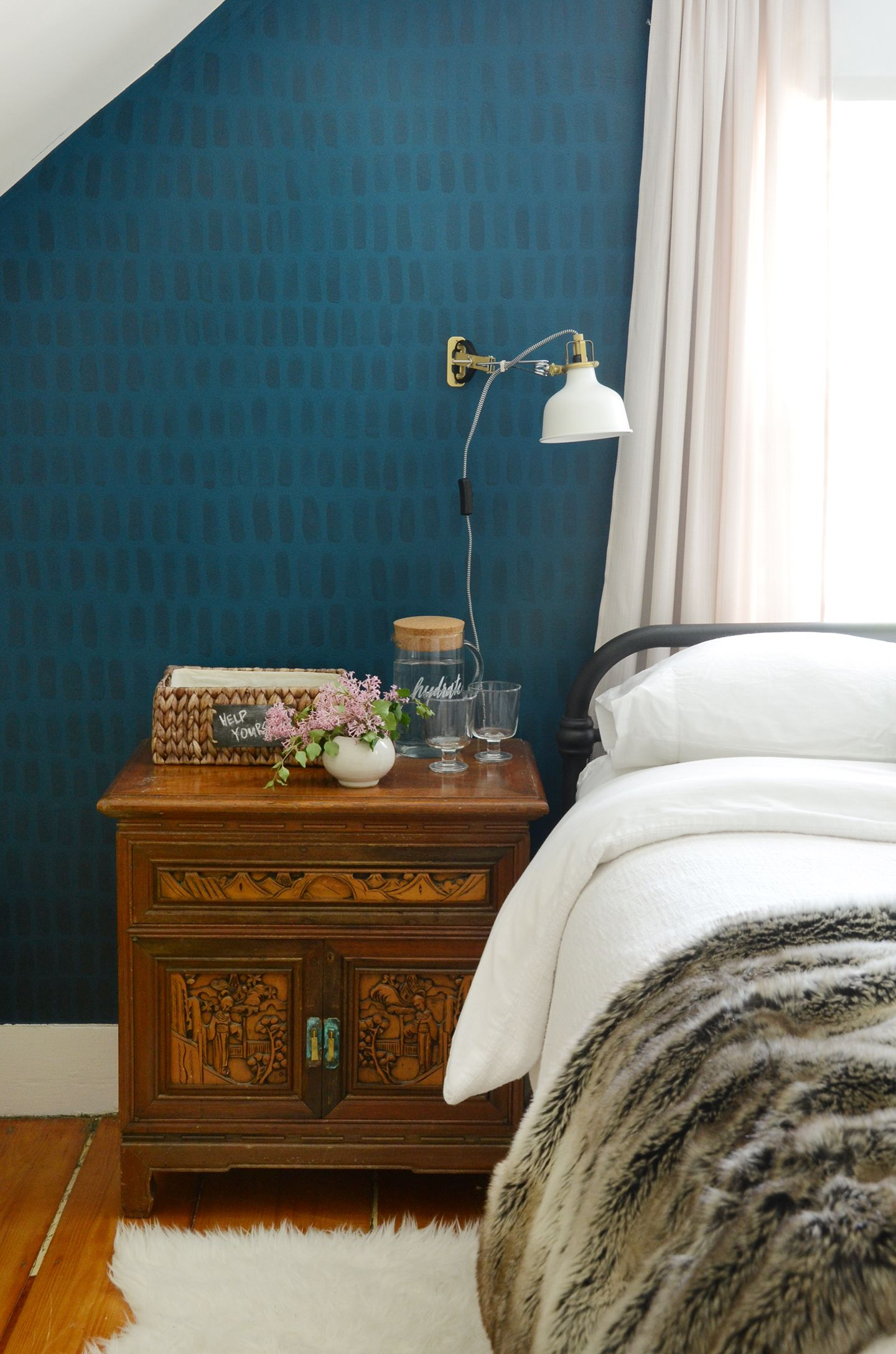 How to Easy DIY HandPainted Brushstroke Accent Wall