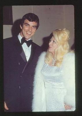 Mae west tom selleck hot date in hollywood mae west for Tom selleck jacqueline ray wedding