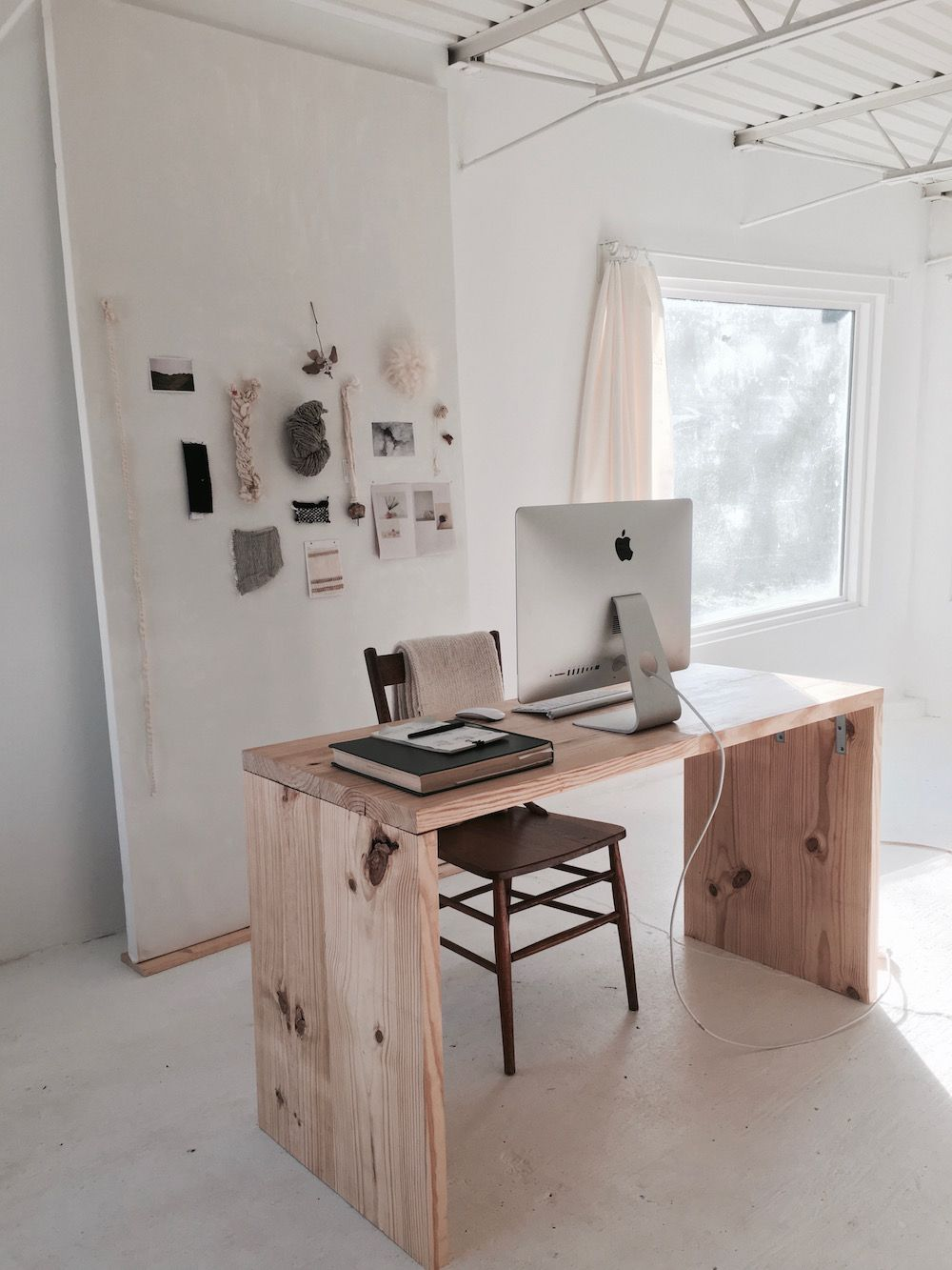 Inside Han Starness Dreamily Minimalist Nashville Studio Of A - Simple apartment inside