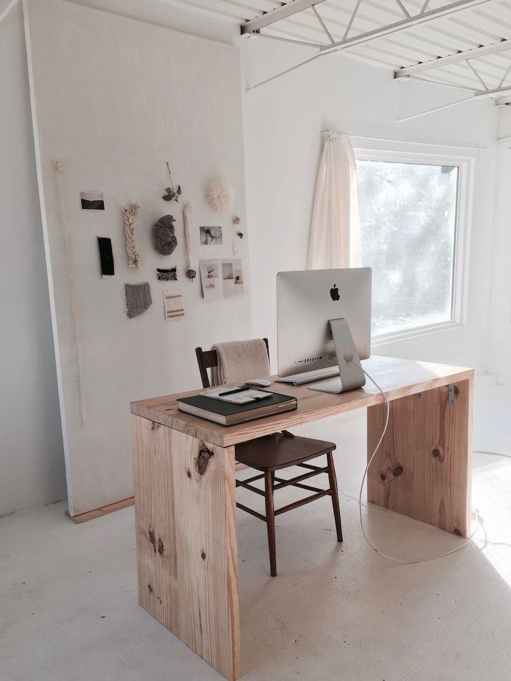 bureau minimaliste en bois brut inside han starnes s dreamily minimalist nashville studio of a kind