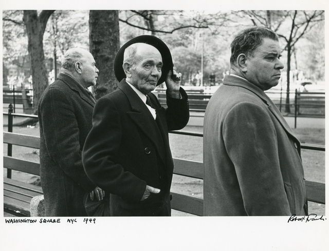 ESCUCHA CRECER EL BOSQUE   EL ABISMO QUE SE ABRE EN LA FLOR    ¿NO ES ESTO UNA EPOPEYA?       http://santibastide.tumblr.com/    Robert Frank, Washington Square, NYC, 1949, via Artsy.net
