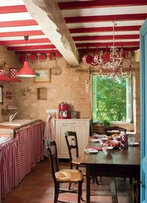 red vintage country cottage kitchen case di montagna