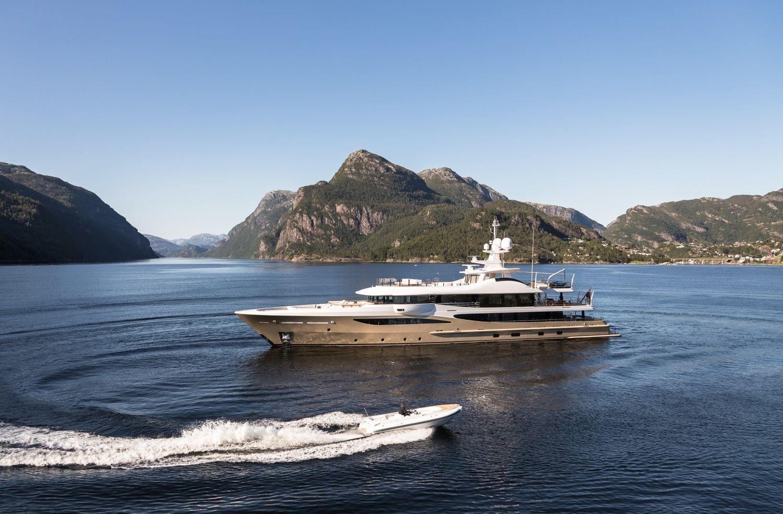 amels yacht lili main shot with tender jpg 1500 985 yacht yacht boat amel yachts pinterest