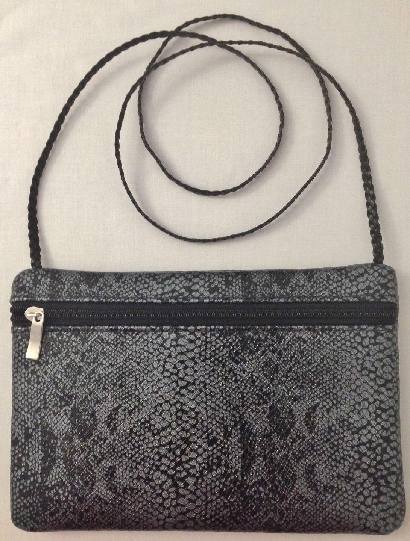 cb4de3727e Sac à main /Pochette de soirée en simili cuir gris & noir imitation croco avec  pochette intérieure zippée : Sacs à main par jossi-creations