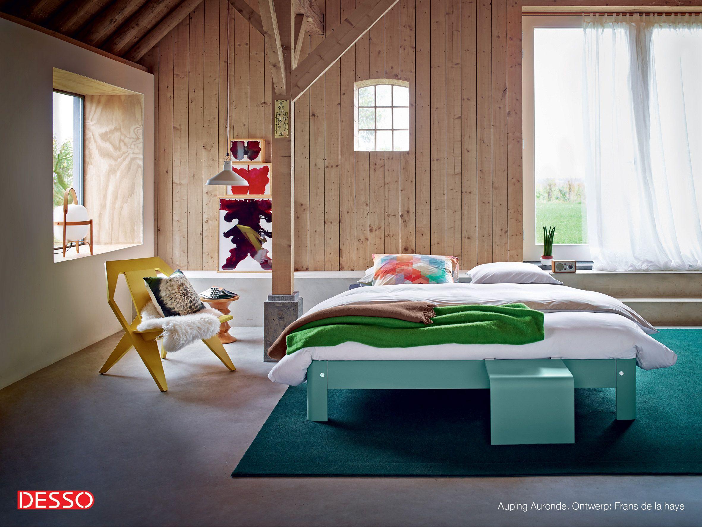 Blauwe Vloerbedekking Slaapkamer : Met je voeten op heerlijke zachte vloerbedekking als je je bed uit