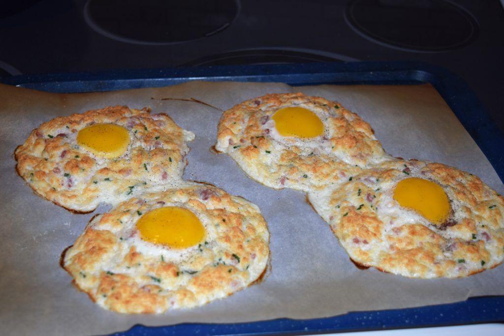 Low Carb Cloud Eggs - Low Carb Recipe Ideas #cloudeggs Low Carb Cloud Eggs - Low Carb Recipe Ideas #cloudeggs