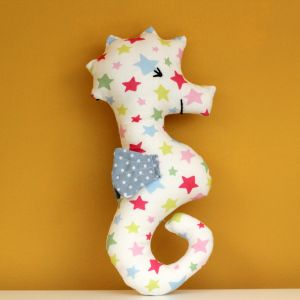 A seahorse rattle - full tutorial. This would make a nice homemade gift for a newborn #craft #sewing #baby