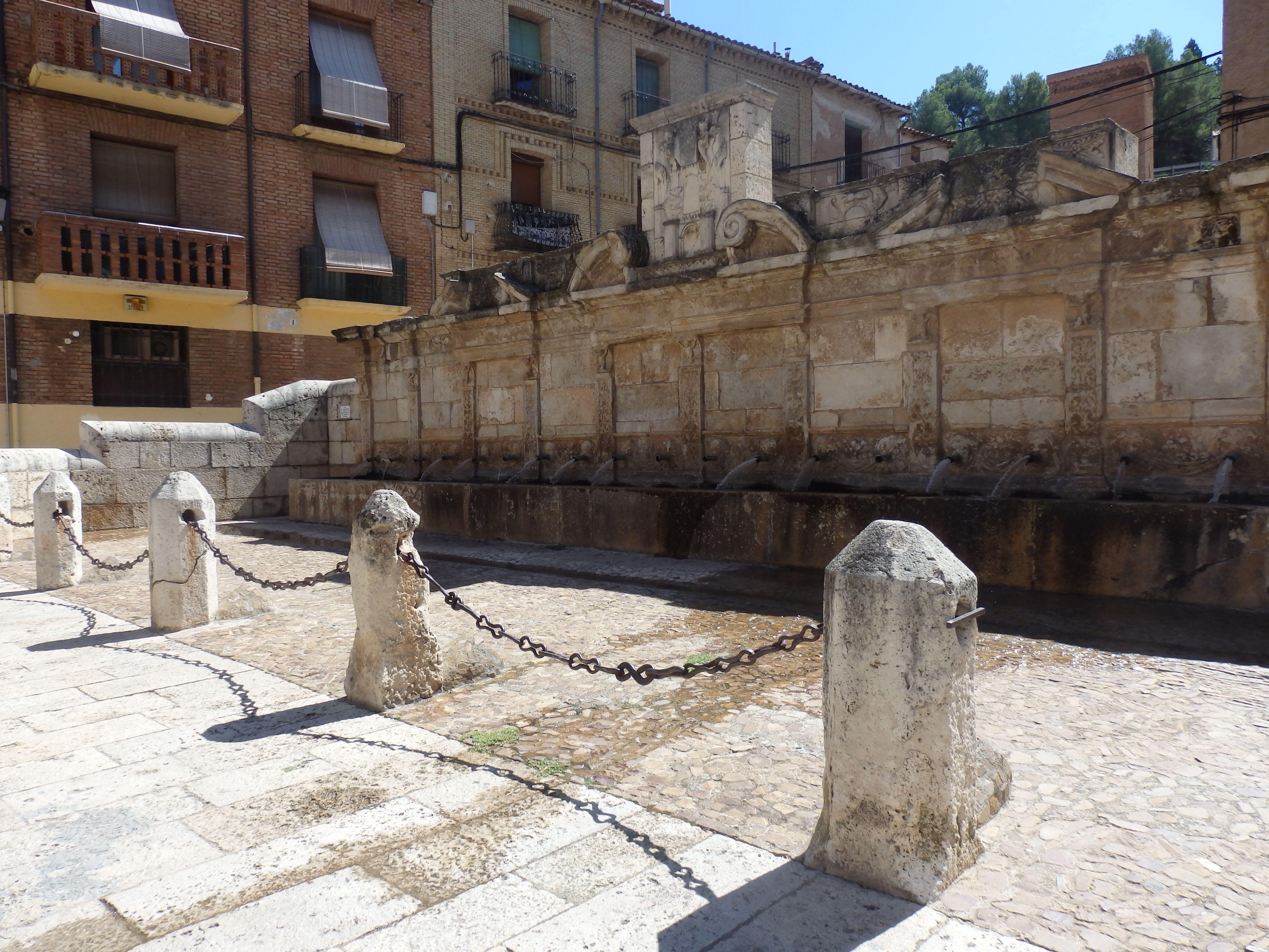 Fuente De Los 20 Caños Daroca Zaragoza Viajes Zaragoza Piscinas