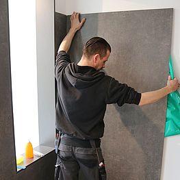 Die Fliese der Zukunft fuer fugenlose Duschen und Wandverkleidungen.