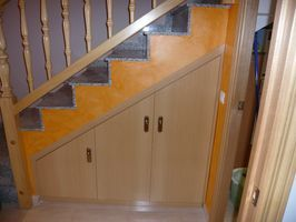 Puerta debajo de la escalera banco de ideas pinterest - Puertas de escalera ...