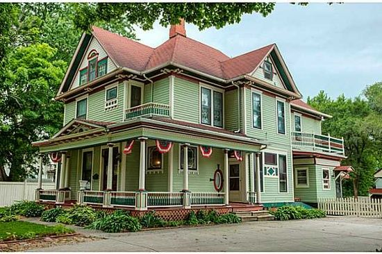 508 E Salem Ave Indianola Ia 50125 Zillow Victorian Homes