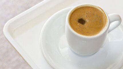 القهوة التركية بالحليب المكو نات سكر ملعقة صغيرة حليب 3 ملاعق كبيرة ماء كوبان قهوة تركية 4 ملاعق كبيرة طريقة العمل 1 أخلط Hot Drink Food Tableware
