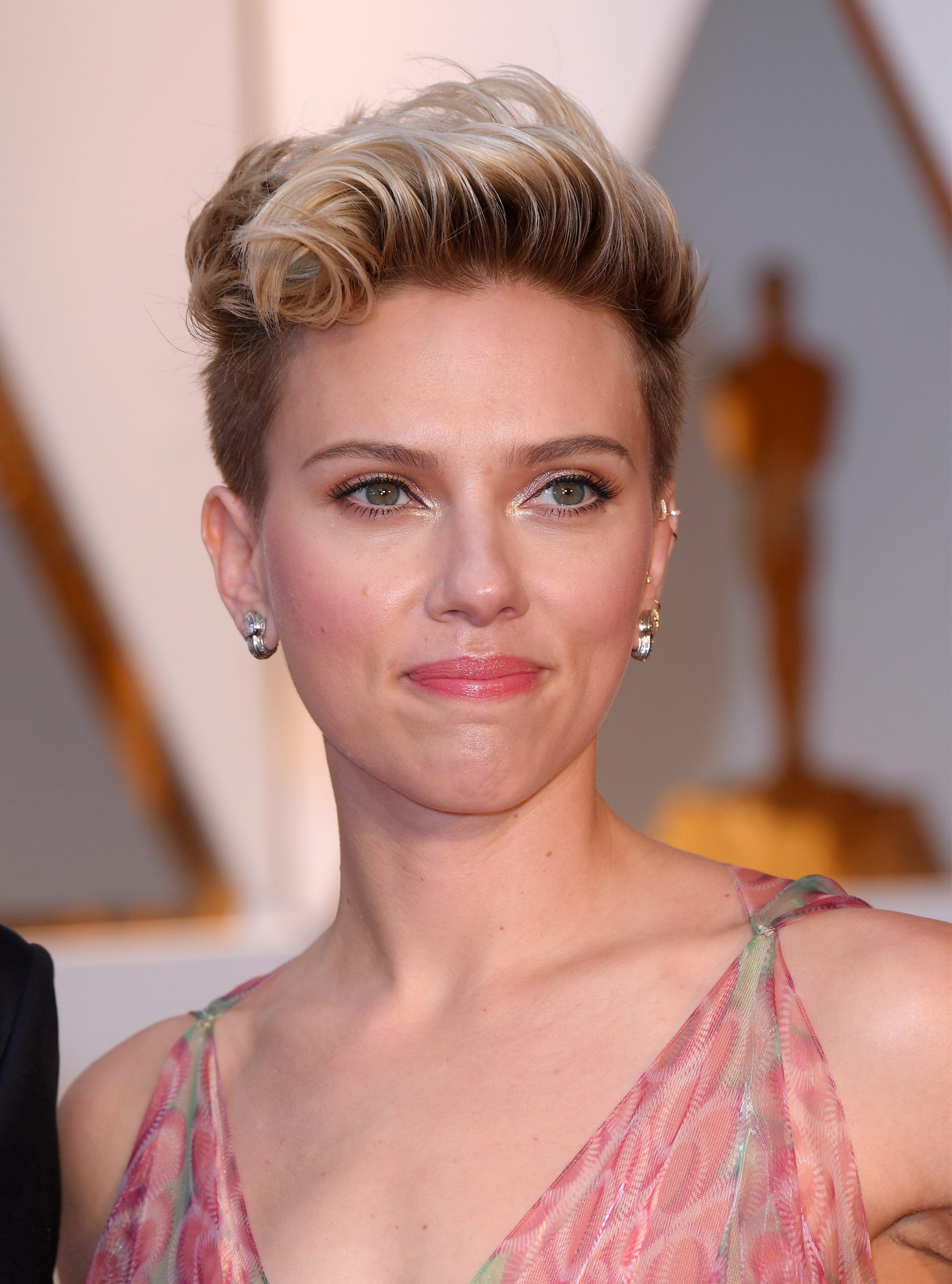 Red Carpet Hairstyles For Short Hair #carpet #hairstyles  #hairstylesforshorthair #short   Short hair styles, Short hair trends,  Woman face makeup