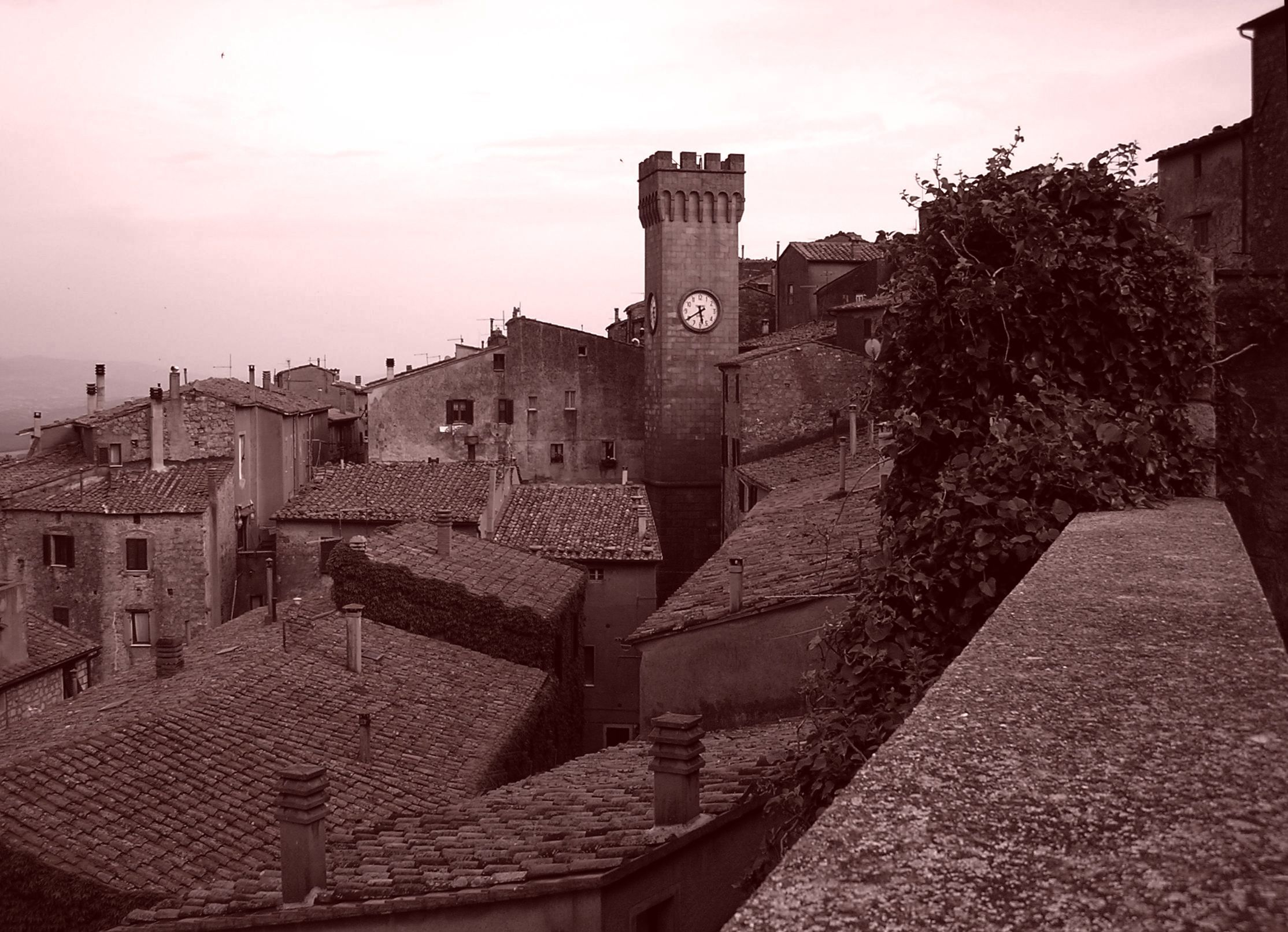 Roccastrada and its old town. #maremma #tuscany #borghi #villages #tradizioni #traditions