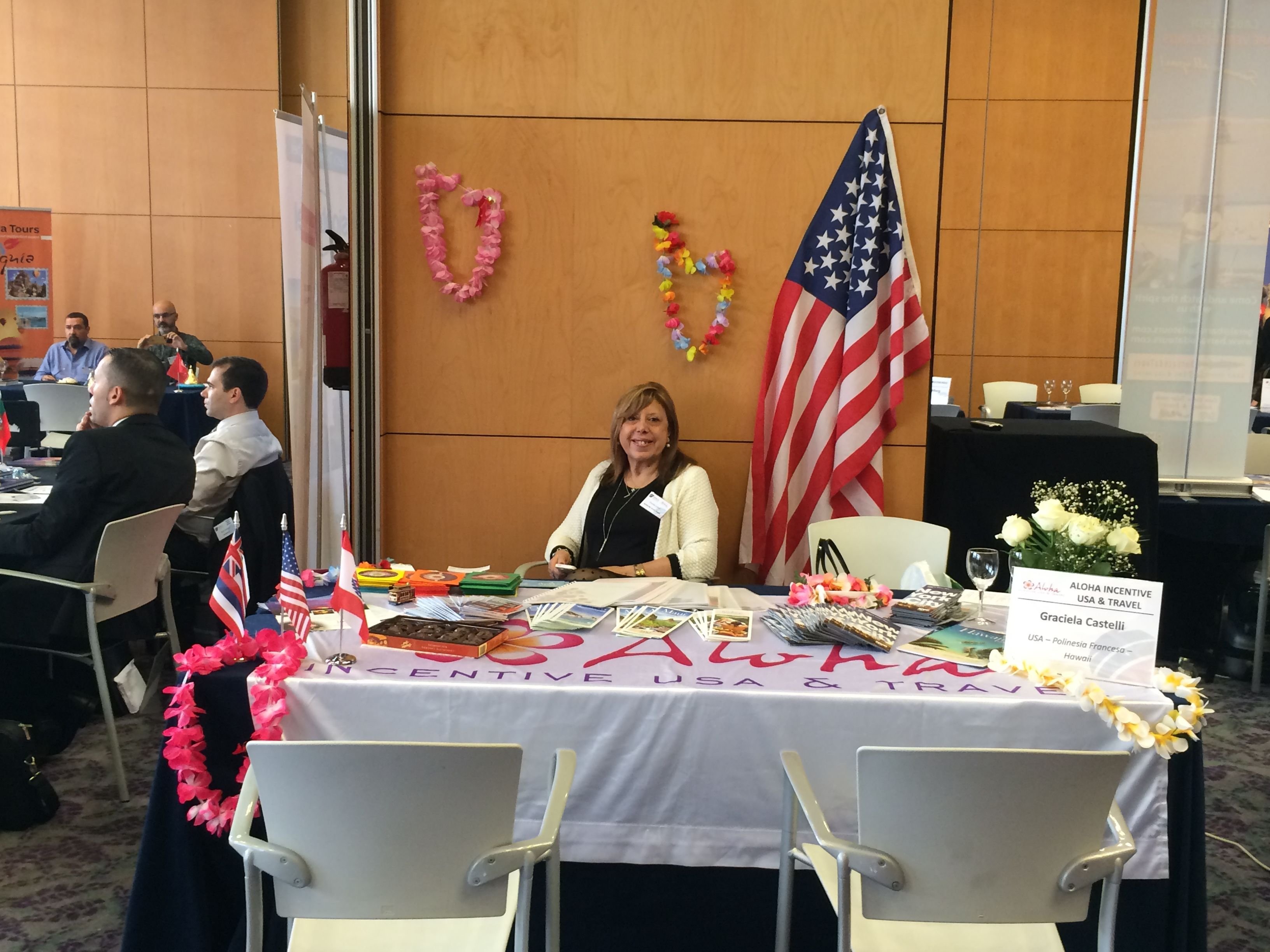 Graciela, de USA, Polinesia y Hawaii en un vistoso stand!