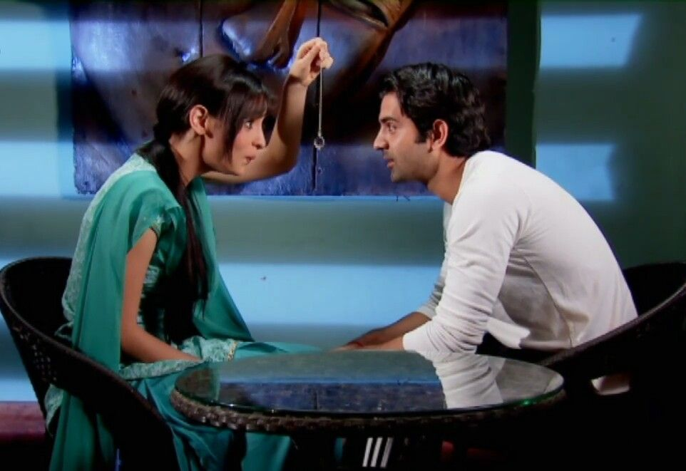 Khushi trying to hypnotize Arnav #ipkknd #isspyaarkokyanaamdoon #BirGaripAşk