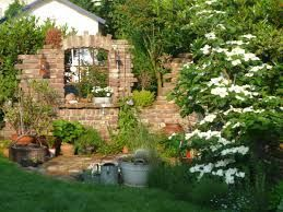 Bildergebnis für ruinenmauer aus alten abbruchziegeln | Garten ...