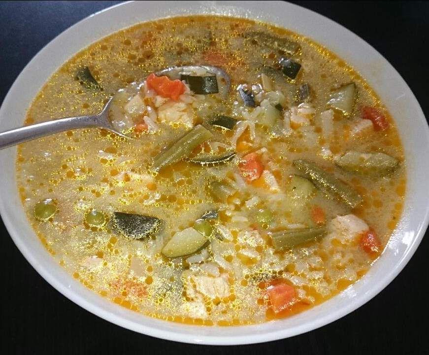 All-in-one Eintopf mit Hühnchen und Reis