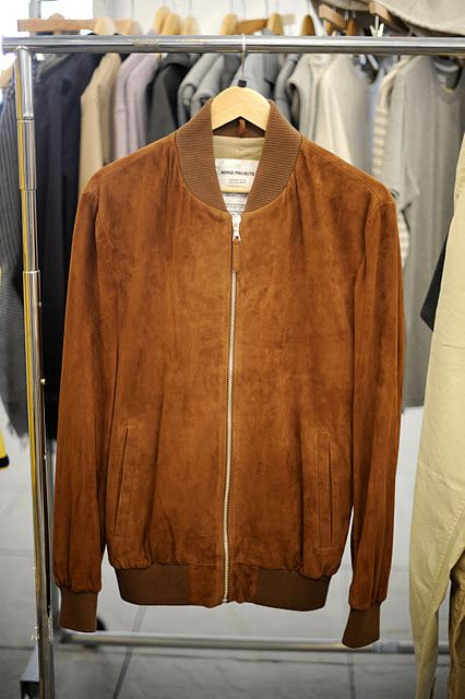 my older brother had a jacket like this back in the '50s. Loved it then, love it now. couleur assez rare pour un cuir, mais très facile à porter