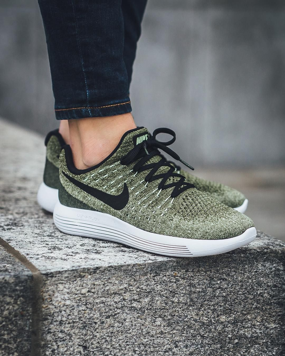 e2b9a8415445b Nike Wmns Lunarepic Low Flyknit 2  Rough Green