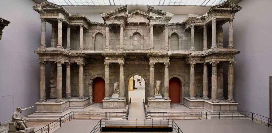 Pergamon Museum Berlin The Photo Shows A Two Storey Market Gate With Columns From Roman Times Museum Insel Museumsinsel Berlin Museum