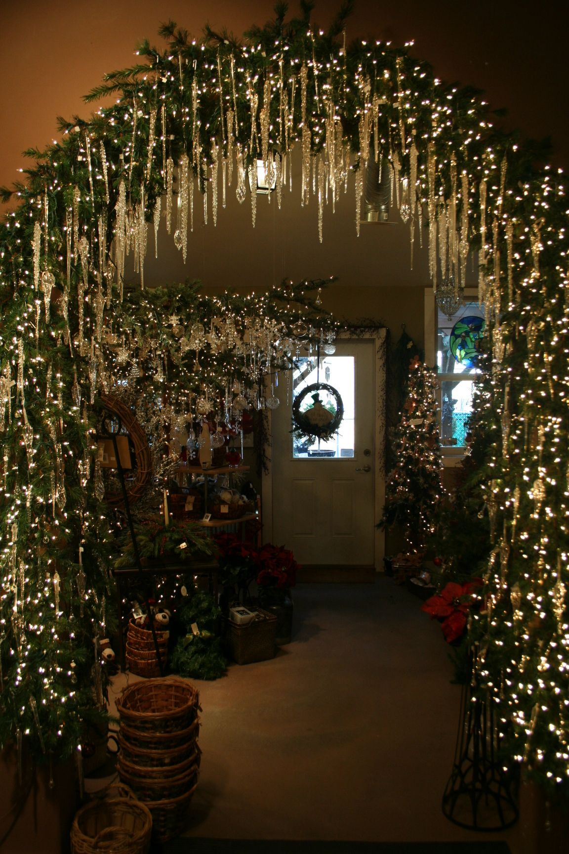 2200 Twinkle Lights And Glass Iciclesdripping With Christmas