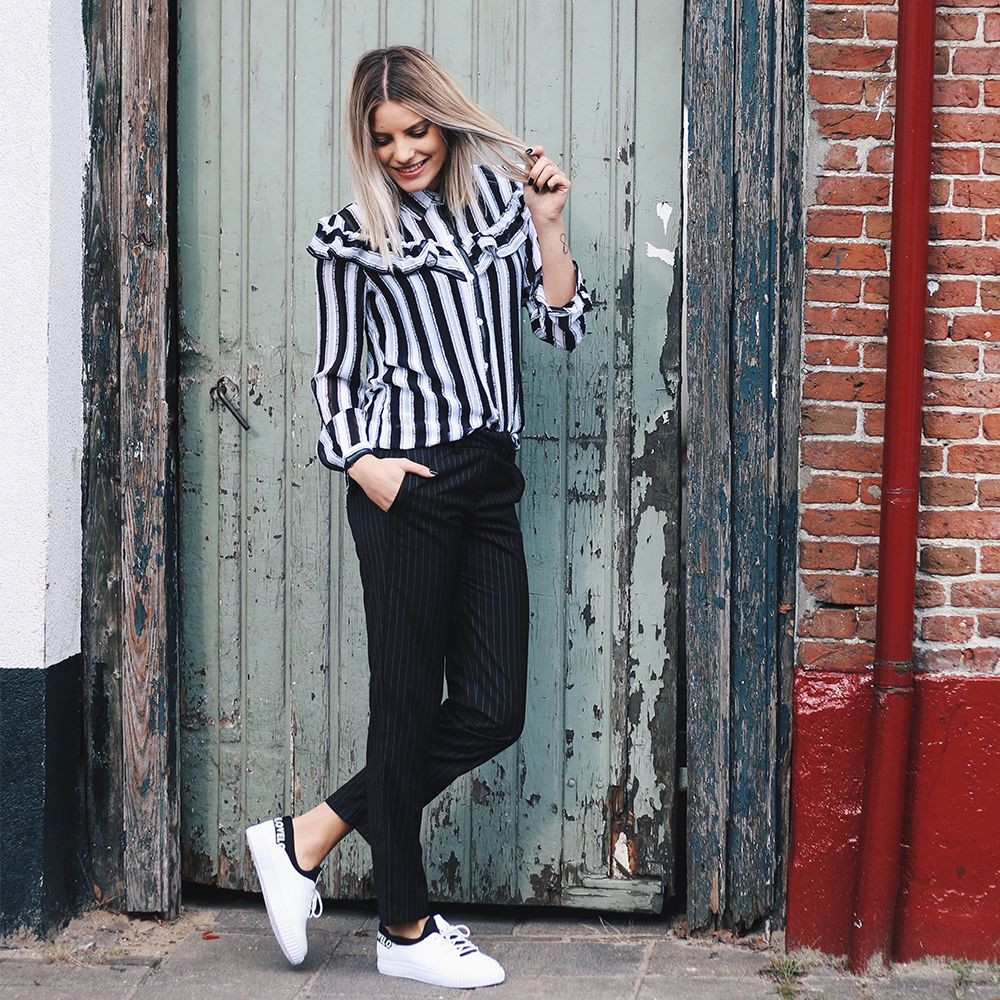 Cool outfit! #fashion #webshop #style #outfit #streetstyle #stripes #photography #model #ootd #sneakers #city #ootd