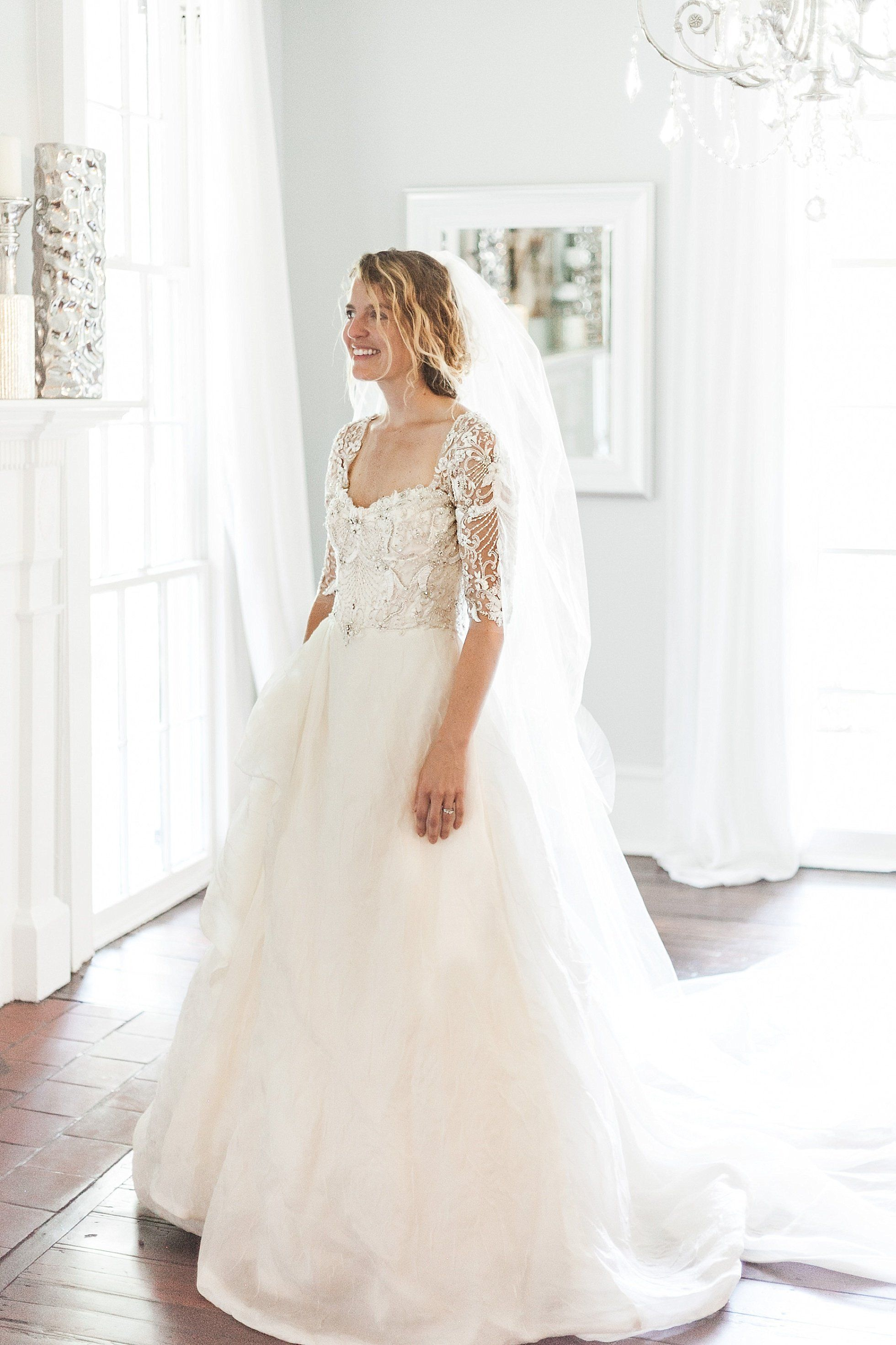 Monique Lhuillier Royalty Wedding Gown For Rent Want To Try It