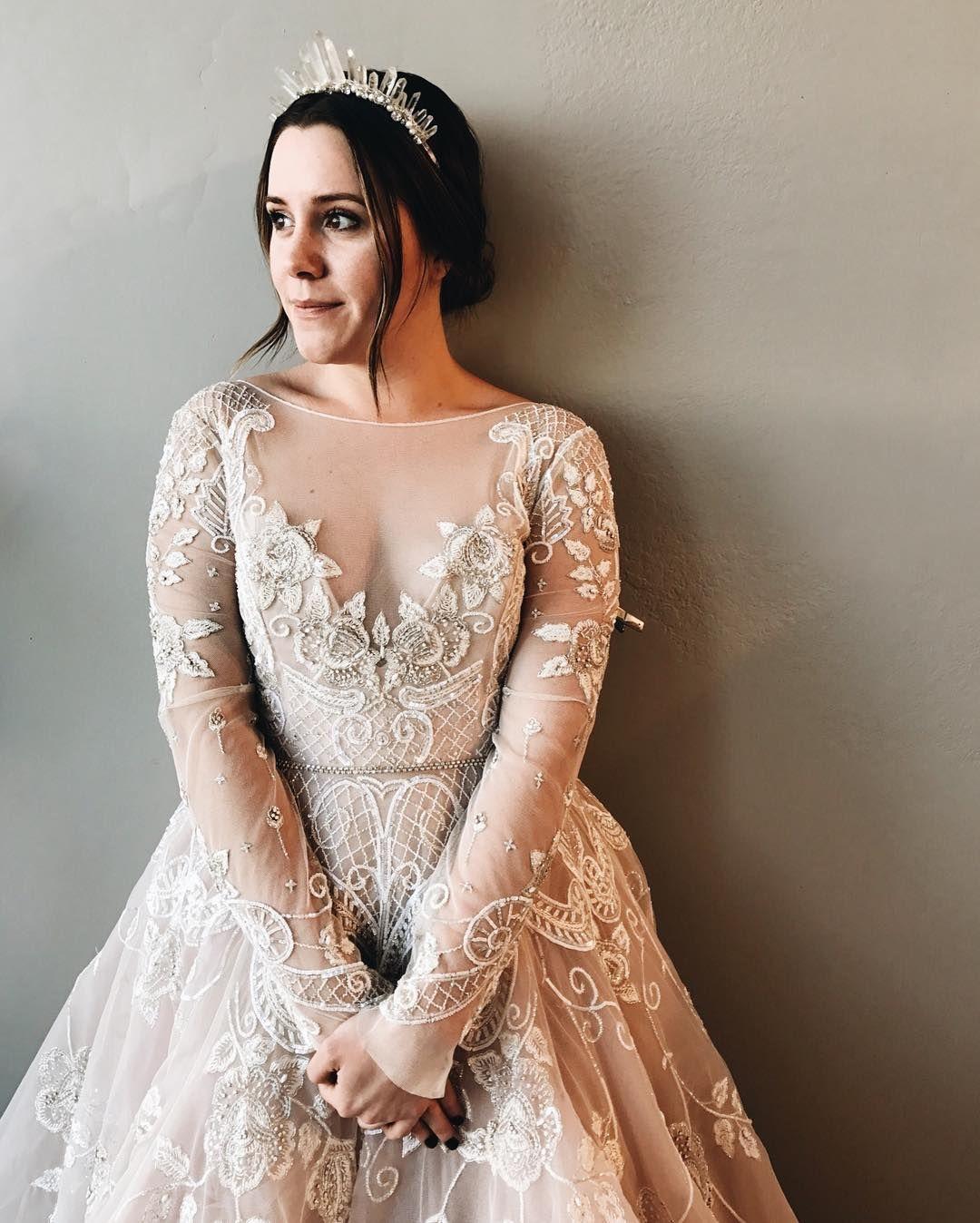 """17 likerklikk, 1 kommentarer – a & bé bridal shop (@aandbe_bridalshop) på Instagram: """"crystals and sparkles from @emmakatzkabridal + @misshayleypaige"""""""