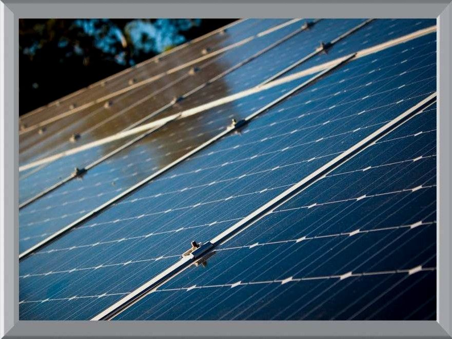 Solar Energy Resource Advantages And Disadvantages Making The Decision To Go Earth Friendly By Conv Solar Panels Best Solar Panels Advantages Of Solar Energy