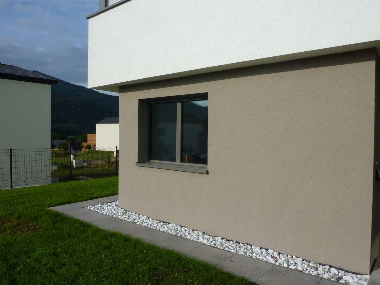 Photo chemin autour de la maison une dalle 50x50cm gal Gravier autour de la maison